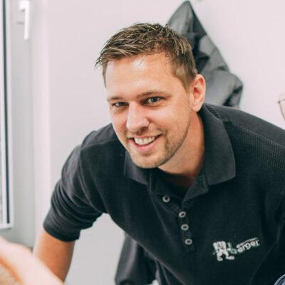 Zahntechniker aus Frankfurt stellt hochwertigen Zahnersatz für Dr. Thorn her